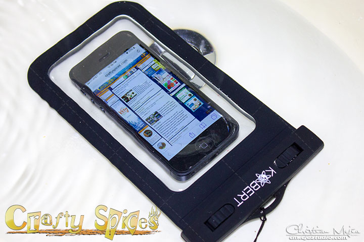 Kobert Waterproof Case WPC-007 with an iPhone submerged in water